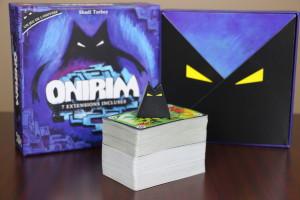 Le jeu est vendu avec une petite figurine et sept extensions.