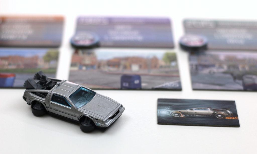 """Les 5000 premières boîtes de jeu sont livrée avec un modèle réduit de la Delorean pour remplacer le bout de carton original. """"Quitte a voyager a travers le temps au volant d'une voiture, autant en choisir une qui ait de la gueule"""""""